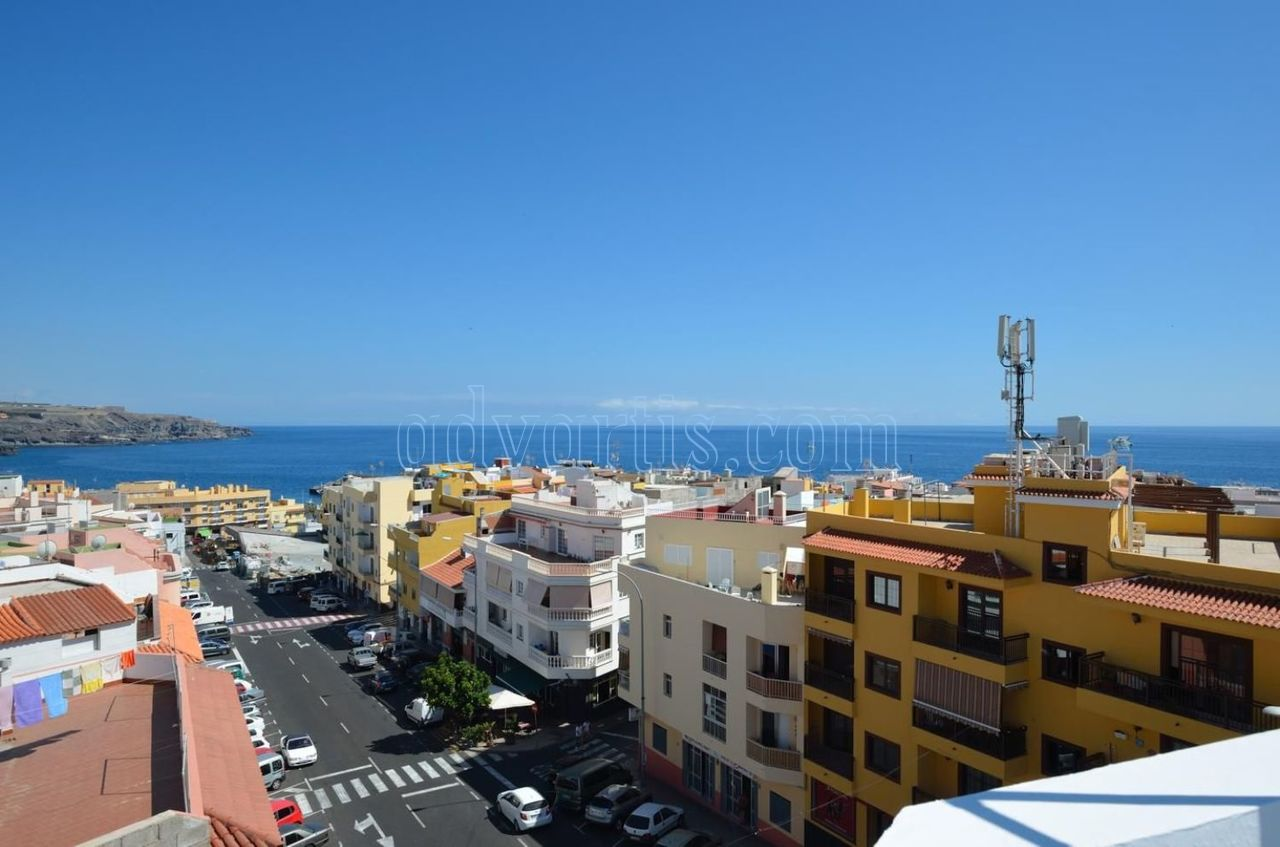 Penthouse for sale in Playa San Juan 500 meters from the beach, Guia de Isora, Tenerife €142.000
