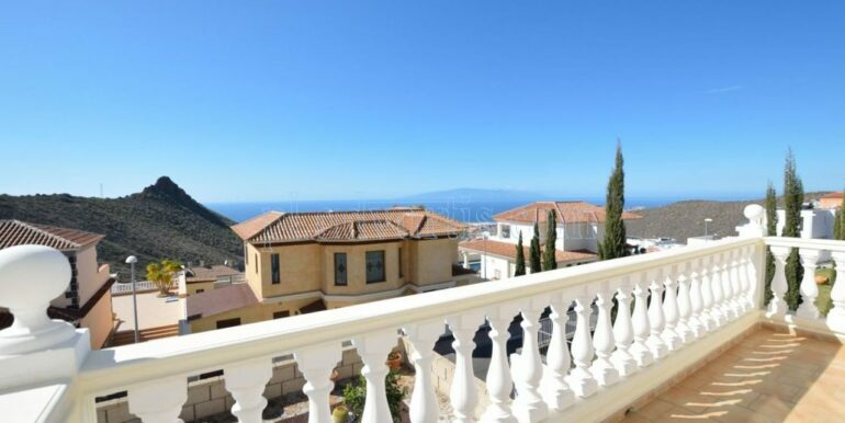 luxury-villa-for-sale-in-tenerife-costa-adeje-roque-del-conde-38670-0517-10