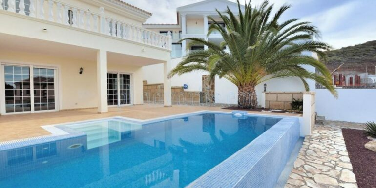 luxury-villa-for-sale-in-tenerife-costa-adeje-roque-del-conde-38670-0517-25